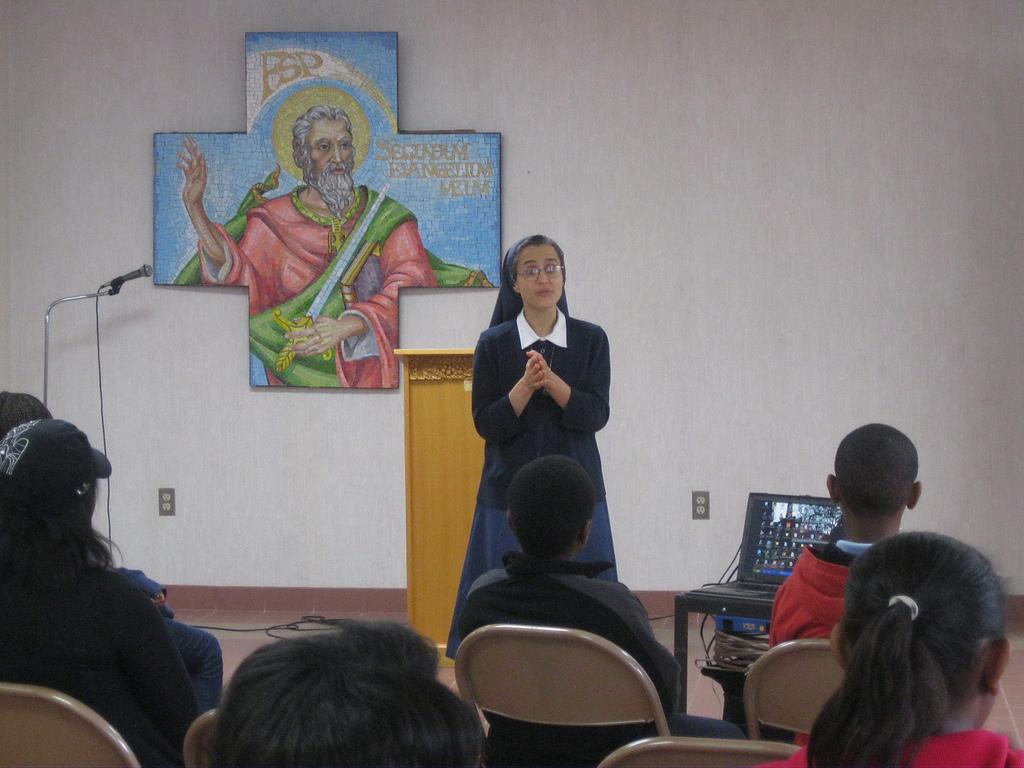 Sr. Carmen Christi Pompei leading a presentation to the Kenyan youth community